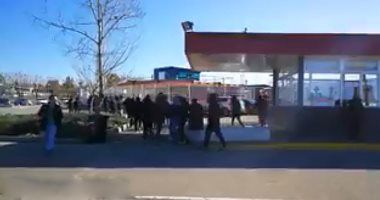 فيديو.. الشرطة الإسبانية تقتحم تدريب إشبيلية بسبب الألتراس