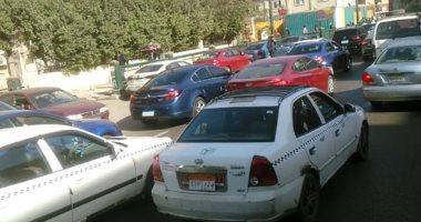زحام مرورى أعلى كوبرى أكتوبر اتجاه رمسيس بسبب حادث تصادم سيارتين