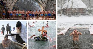 آلاف الروس يحتفلون بعيد الغطاس فى المياه الباردة