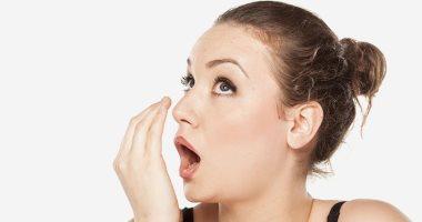 س و ج.. كل ما تردين معرفته عن التخلص من رائحة الفم الكريهة طبيعيًا