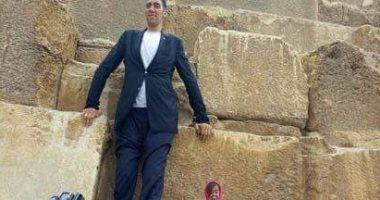 مغادرة أطول رجل وأقصر امرأة فى العالم بعد زيارة مثمرة لمصر