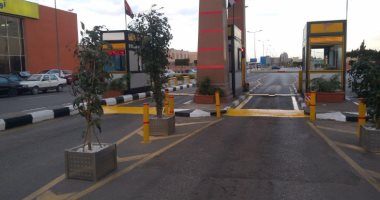 حبس هارب من أحكام لاتهامه بإتلاف باب مطار برج العرب