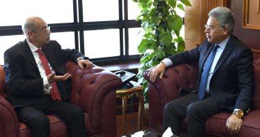 صور.. شريف إسماعيل يلتقى رئيس هيئة الرقابة الإدارية لمناقشة عدد من الملفات