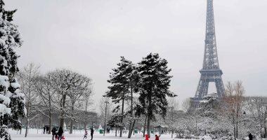 صور.. إغلاق برج إيفل للمرة الثانية بسبب العاصفة الثلجية فى فرنسا