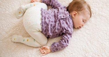 الوضعية لنوم طفلك الرضيع حياته