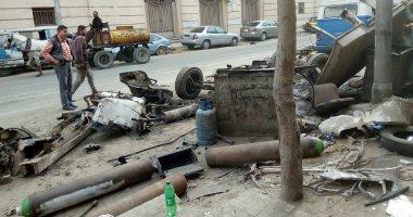 قارئ يشكو من سيطرة وافتراش تجارة الخردة لرصيف شارع الخديوى بالإسكندرية
