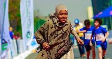 صور.. بائعة المناديل بنت أسوان تحصد المركز الأول حافية القدمين بمارثون مستشفى القلب