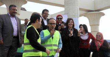رئيس هيئة الكتاب يكرم المتطوعين على المسرح المكشوف بمعرض القاهرة الدولى