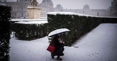 صور.. إلغاء 200 رحلة جوية فى باريس بسبب الثلوج والجليد