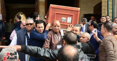 فيديو.. جثمان والدة تامر حبيب يصل مسجد السيدة نفيسة لأداء صلاة الجنازة عليه