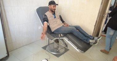 صور.. مواطنون بالسويس يتبرعون بالدم لدعم القوات المسلحة فى سيناء