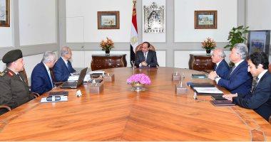السيسي يناقش استراتيجية تطوير التعليم مع شريف إسماعيل بحضور 4 مسئولين