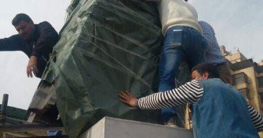 صور.. قطاع الفنون التشكيلية يضع تمثال عبد الوهاب فى ميدان باب الشعرية