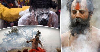 هندوس نيبال يلونون أجسادهم بالرماد فى كرنفال دينى