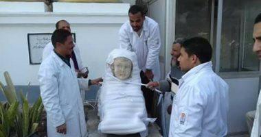 """صور.. """"الآثار"""" تنتهى من ترميم تمثالين بعد تعرضهما للتلف بمحافظة المنيا"""