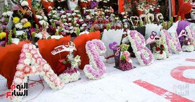 """قرب خد وردة.. """"سيد"""" 30 سنة فى تصميم الورود للحبيبة ولكل ست وردتها الخاصة"""