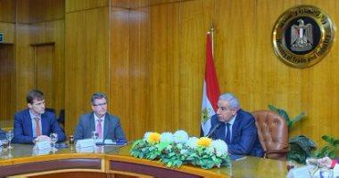 وزير التجارة لـ15 شركة بريطانية: مصر تفتح ذراعيها لاستقبال الاستثمارات