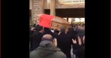 على طريقة صباح.. تداول مقطع فيديو لجنازة راقصة على دقات الطبول