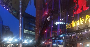 صور وفيديو.. التحضيرات النهائية لانطلاق مهرجان برلين السينمائى