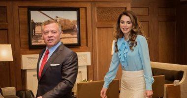 ملك الأردن والملكة رانيا يطمئنان على طبيبة أجرت عملية قيصرية لمصابة بكورونا