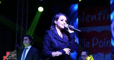 صور.. كارمن سليمان تشدو بأجمل أغانيها فى حفل عيد الحب بالمعادى