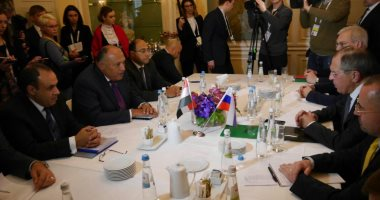 وزيرا خارجية مصر وروسيا يرحبان بقرار عودة الطيران المباشر بين القاهرة وموسكو