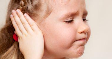 متخافيش على طفلك.. ارتفاع الحرارة قد يدل على إصابته بالتهاب الأذن الوسطى