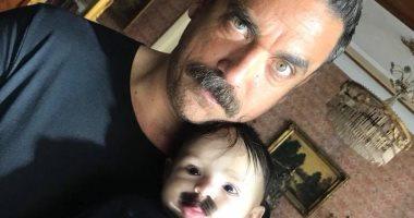 """مخرج """"كلبش 2"""" ينشر صورة لطفل بشنب ويعلق: ابن سليم الأنصارى"""