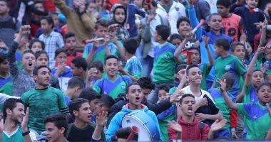 صور.. جمهور المقاصة فى مدرجات ستاد القاهرة بأعلام مصر