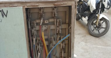 كابينة كهرباء بدون غطاء وأسلاك عارية تهدد حياة سكان شارع محطة مترو المعصرة