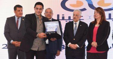 """تكريم الشاعر نادر عبد الله لمشاركته فى حملة """"عينيك فى عنينا"""""""