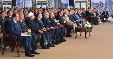 الرئيس السيسي يستمع لشرح وزير الإسكان حول مخطط مدينة العلمين الجديدة
