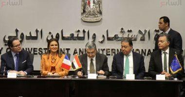 صور.. الحكومة توقع اتفاقيات فى مجالات الطاقة والنقل والصحة مع الوكالة الفرنسية