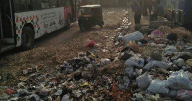 صور.. انتشار القمامة فى موقف أتوبيسات المؤسسة بشبرا الخيمة