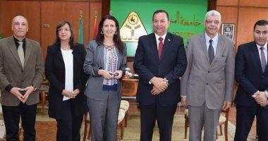 صور .. رئيس جامعة المنوفية يستقبل وفد هيئة فولبرايت