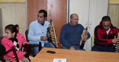صور.. فرقة الحفاظ على التراث بالإسماعيلية تقدم أغنية أنزل شارك على السمسمية