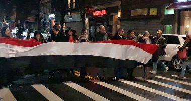 الجالية المصرية تطوف شوارع نيويورك بالأعلام وصور الرئيس السيسي (صور)