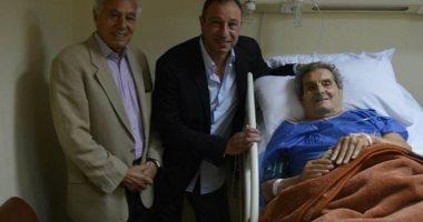 صور.. الخطيب ومروان كنفانى يزوران عادل هيكل فى المستشفى