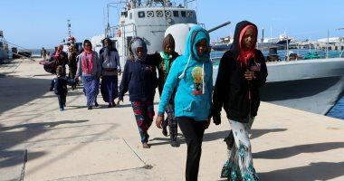 صور.. خفر السواحل الليبى يعلن إنقاذ 98 مهاجرا غير شرعيين بينهم أطفال