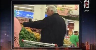 """فيديو.. """"الباز"""" يعرض صوراً لرئيس الوزراء الأسبق """"نظيف"""" يتجول بأحد مولات 6 أكتوبر"""