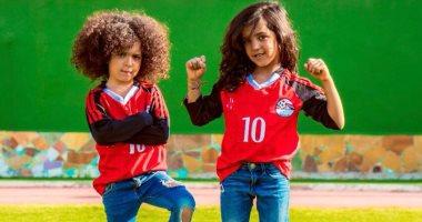 الطفلتان شيزو ولينا تدعمان المنتخب ومحمد صلاح فى جلسة تصوير جديدة