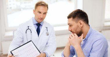 طبيب يقدم تقرير عن حالة مريض - أرشيفية