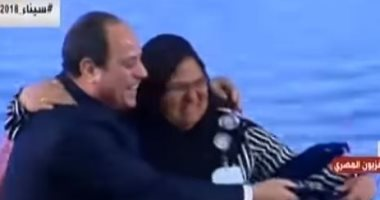 نادية ابو الحمد تحاول تقبيل الرئيس