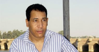 """فيديو.. """"أيوة يا مصر بحبك وبطبل للسيسى"""" قصيدة جديدة للشاعر إسلام خليل"""