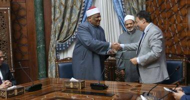 """الإمام الأكبر يشهد توقيع بروتوكول تعاون بشأن """"الصحة"""" والأزهر"""