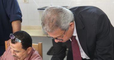 وزير الشباب والرياضة يدلى بصوته فى الانتخابات الرئاسية بالمهندسين.. صور