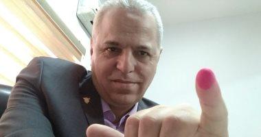 أشرف عامر رئيس الإنتاج الحربى يدلى بصوته فى الانتخابات الرئاسية