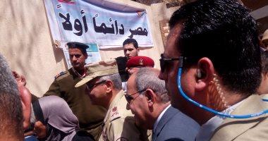 اللواء هشام حرب قائد إدارة الوقود بالقوات المسلحة يتابع الانتخابات بالشرقية