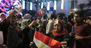 الآلاف يحتفلون بفوز السيسى على نغمات الأغانى الوطنية بالقاهرة والجيزة