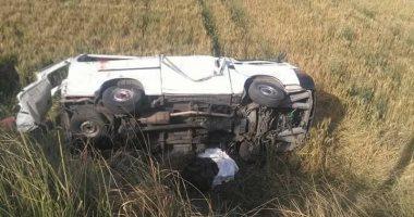 إصابة 5 أشخاص فى حادث انقلاب سيارة ركاب بقنا